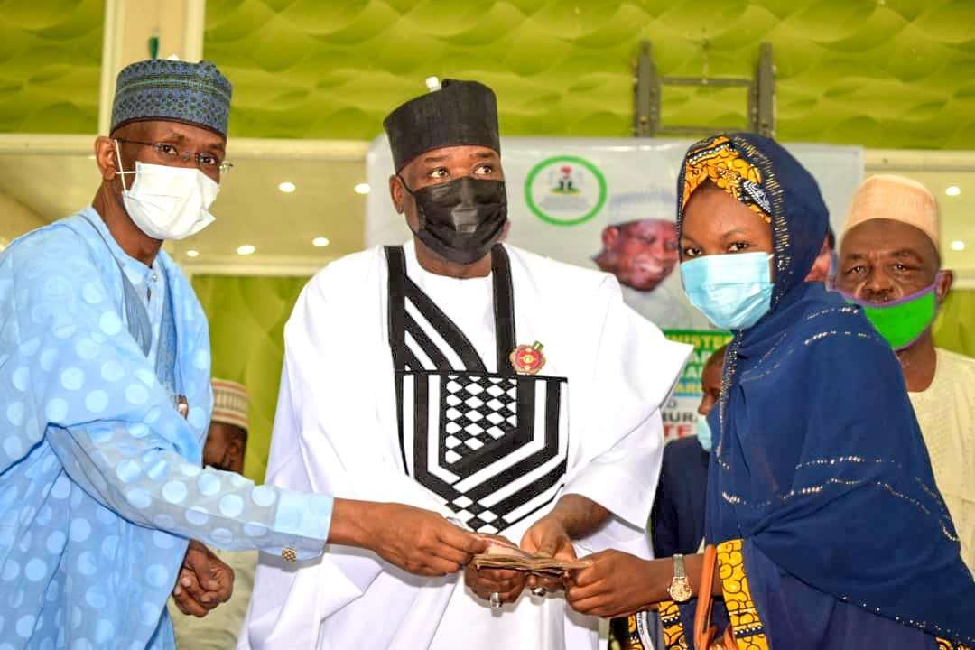 NAsiru Yusuf Gawuna ,Deputy Governor .Middle duirng the disbursement